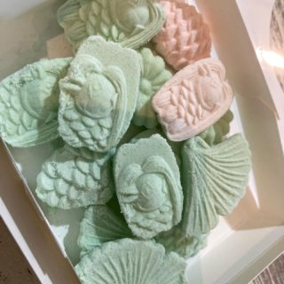 和三盆の作り方講座を受講。コレは講座受けないと上手に出来なかったなぁと実感。 家中舎でも手作り和三盆がアクティビティに加わりました。抹茶アクティビティと一緒に楽しんでいただけます。。。 #写真を撮るのが好きな人と繋がりたい #人気の店 #多度津 #武家屋敷 #料理 #旅 #宿泊 #和食 #jr #美味しいランチ #両家顔合わせ #両家食事会 #wedding #花嫁diy #結婚式diy #たどりつく多度津 #2021春婚 #2021秋婚 #フォトウェディング #結納 #香川グルメ #japan #shikoku #Inn #BAR #GoToキャンペーン #裏千家 #パン #家中舎のシェフ実はカメラマン
