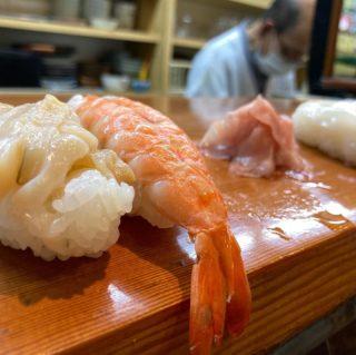【忘備録】久々の回らないお寿司。この街に来ると必ずこのお寿司屋さんに来る。。。名物巨大化した穴子の握りは圧巻。。。 来月また来るねってお店を後にしました。大将お元気で。。。明日は年末年始のお魚買い付けです。。。 #写真を撮るのが好きな人と繋がりたい #人気の店 #多度津 #武家屋敷 #料理 #旅 #宿泊 #和食 #jr #美味しいランチ #両家顔合わせ #両家食事会 #wedding #花嫁diy #結婚式diy #たどりつく多度津 #2021春婚 #2021秋婚 #フォトウェディング #結納 #香川グルメ #japan #shikoku #Inn #BAR #GoToキャンペーン #裏千家 #パン #家中舎のシェフ実はカメラマン