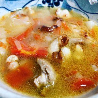 金時人参とカブをコンソメで炊き合わせて、鳥の皮と身をカリカリに焼いて入れたポトフ風野菜スープ。。。 賄いの割には激ウマなスープ。寒い夜には生姜を入れてアッマロウ‼️ #写真を撮るのが好きな人と繋がりたい #人気の店 #多度津 #武家屋敷 #料理 #旅 #宿泊 #和食 #jr #美味しいランチ #両家顔合わせ #両家食事会 #wedding #花嫁diy #結婚式diy #たどりつく多度津 #2021春婚 #2021秋婚 #フォトウェディング #結納 #香川グルメ #japan #shikoku #Inn #BAR #GoToキャンペーン #裏千家 #パン #家中舎のシェフ実はカメラマン